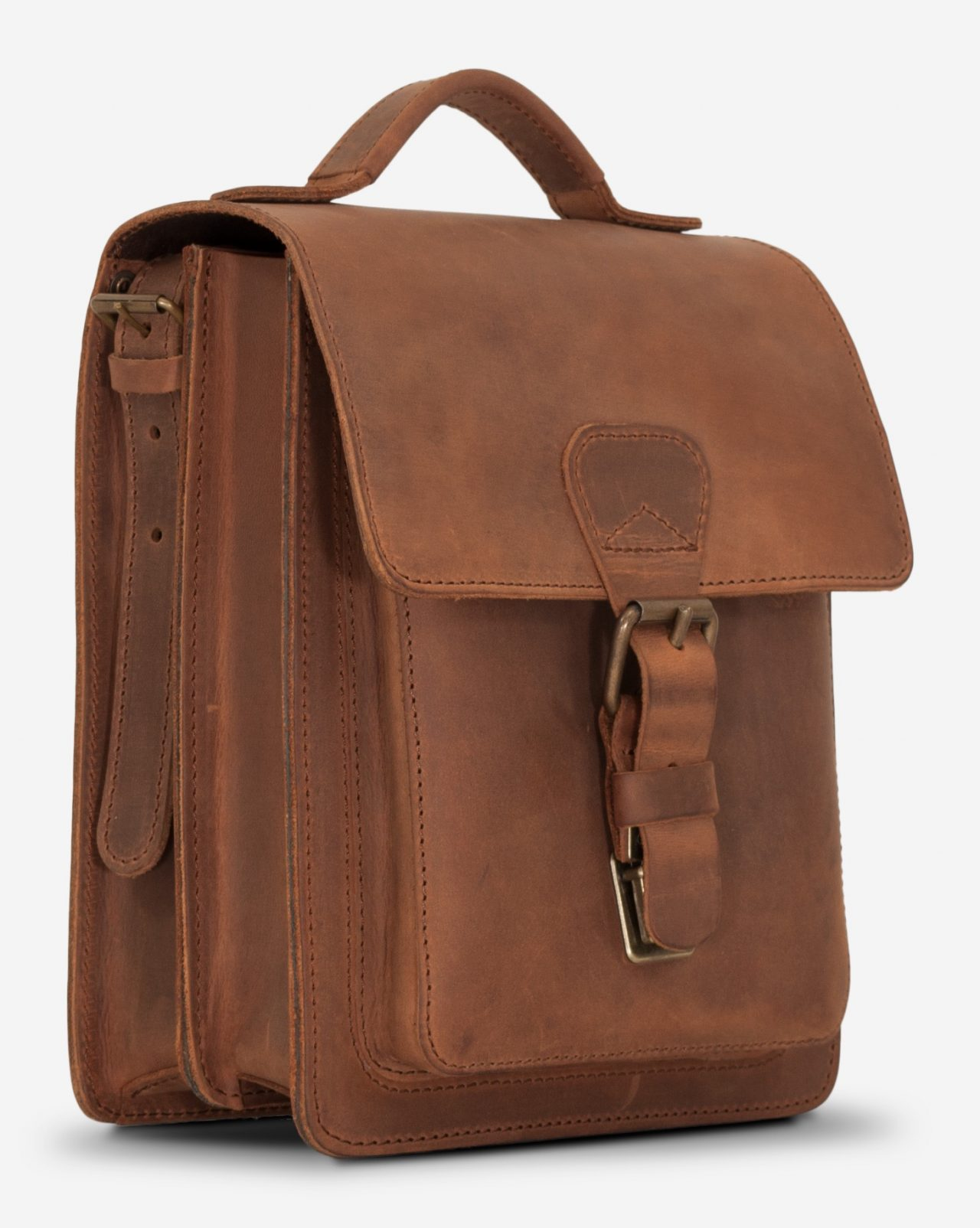 Side view of the handmade vegetable-tanned brown leather crossbody bag for men.