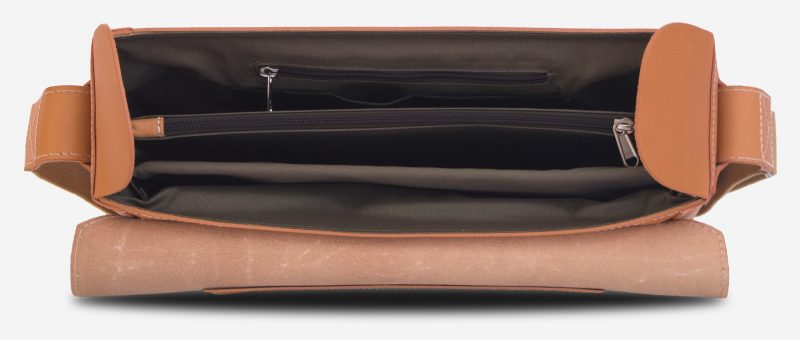 Inside view of the vegetable tanned leather briefcase bag with laptop pocket - 102177.