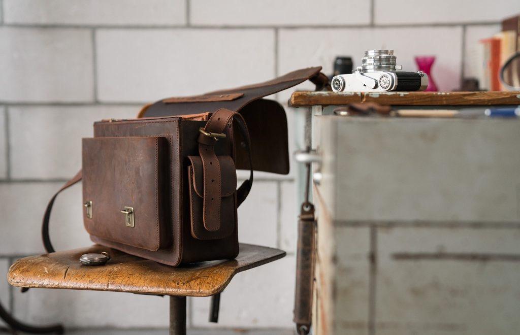 Full grain brown leather camera bag 733103.