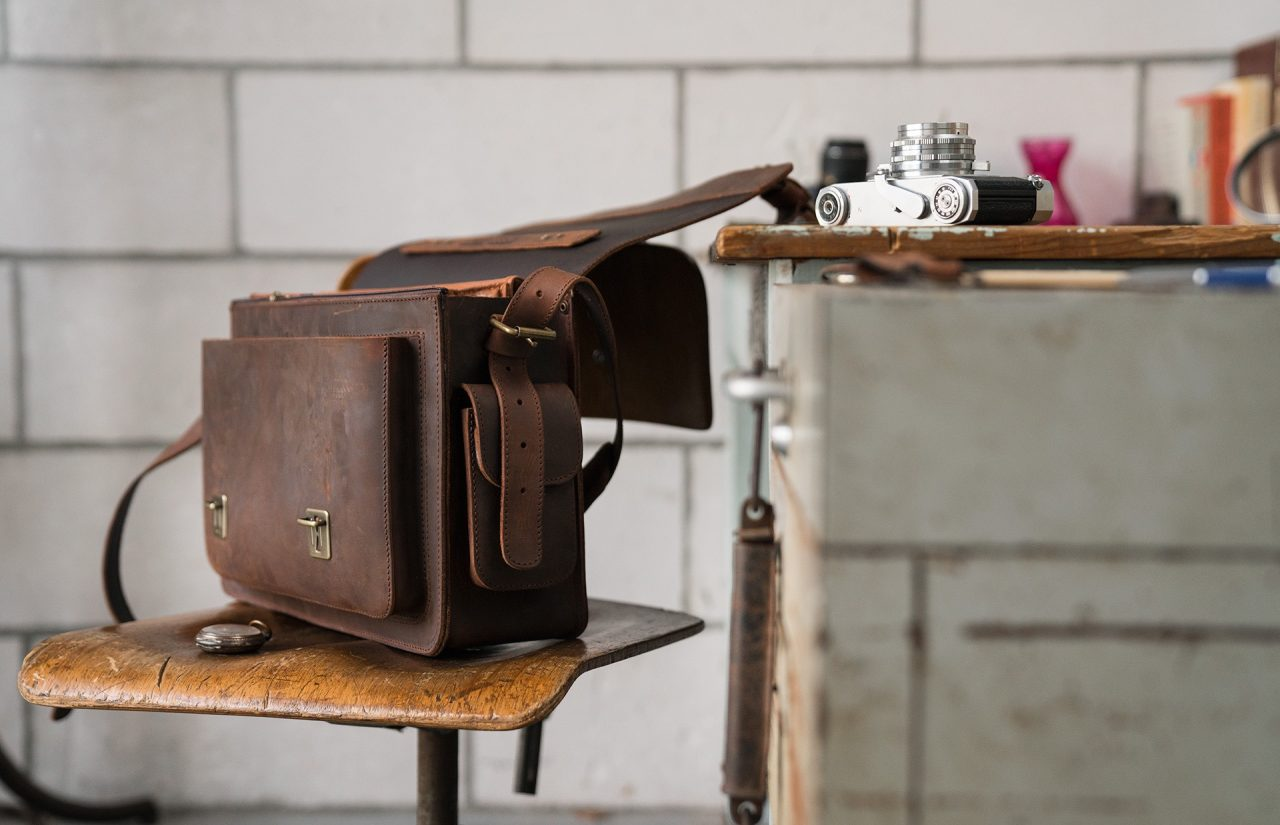 Full grain brown leather camera bag 733103.
