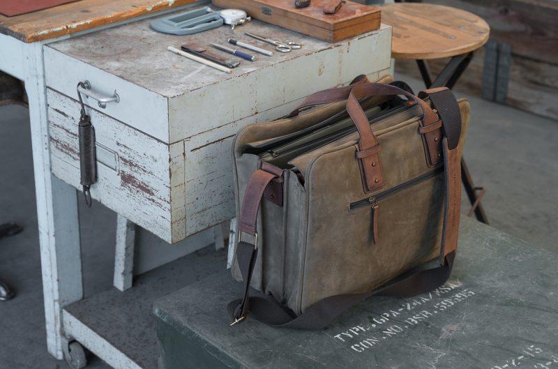 "17"" soft leather cabin weekend bag for men."
