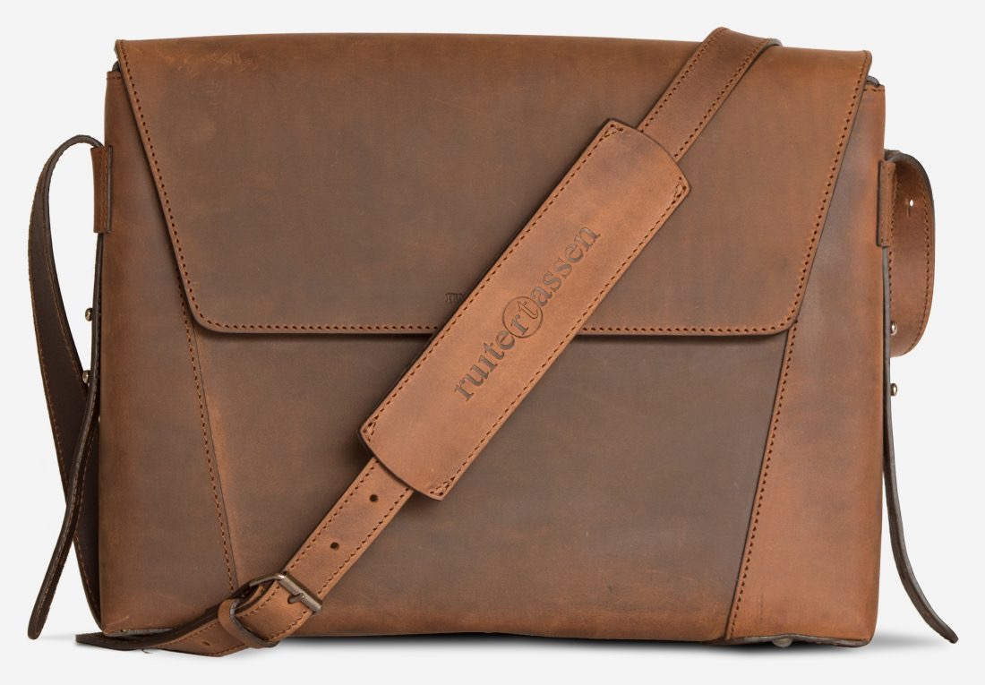 Front view of the slim vegetable-tanned brown leather briefcase bag.
