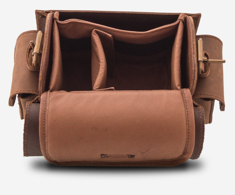 Insert view of brown leather camera bag with one separator in insert 733104.