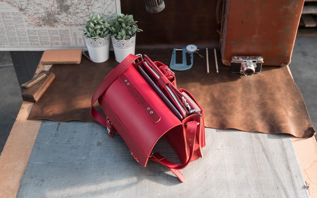 Open red leather briefcase bag with 1 compartment for women - 152131.