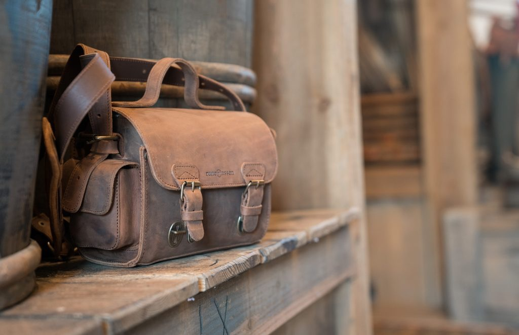 Handcrafted brown leather camera bag 733104.