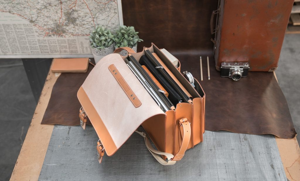 Open Ruitertassen tan leather satchel with laptop pocket.