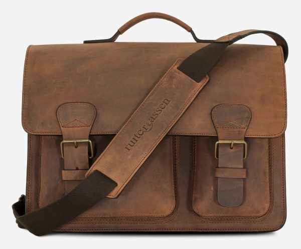 Front view of large brown leather Ruitertassen satchel with shoulder strap.