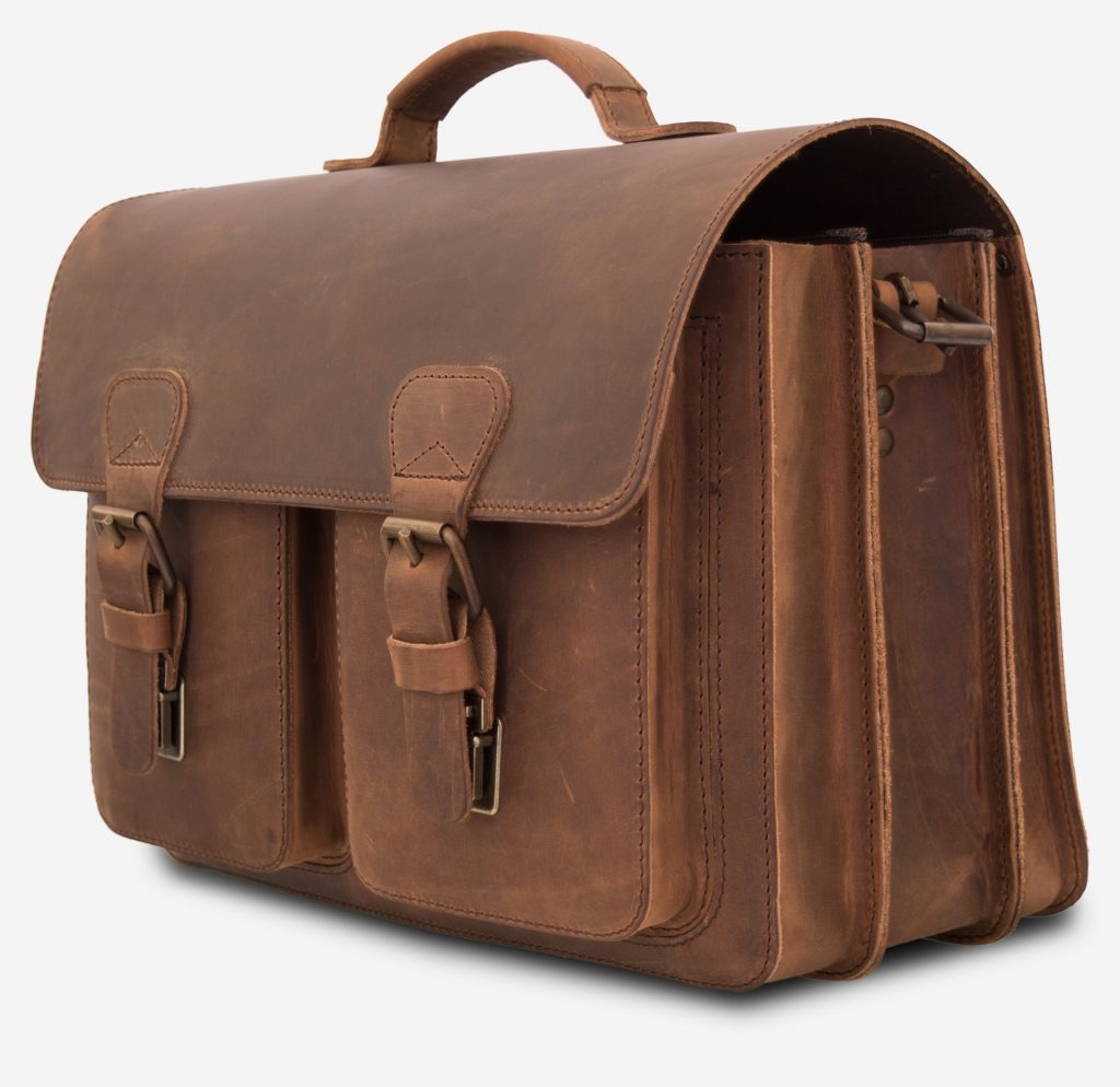 Side view of the professor brown leather satchel with 3 compartments and 2 symmetric front pockets.