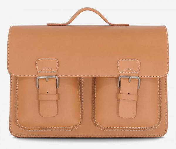 Front view of the Ruitertassen tan leather satchel briefcase with 2 symmetric front pockets.