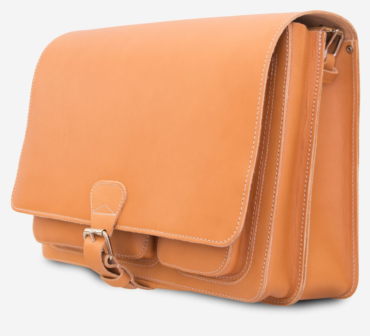 Side view of the Ruitertassen tan leather messenger bag.