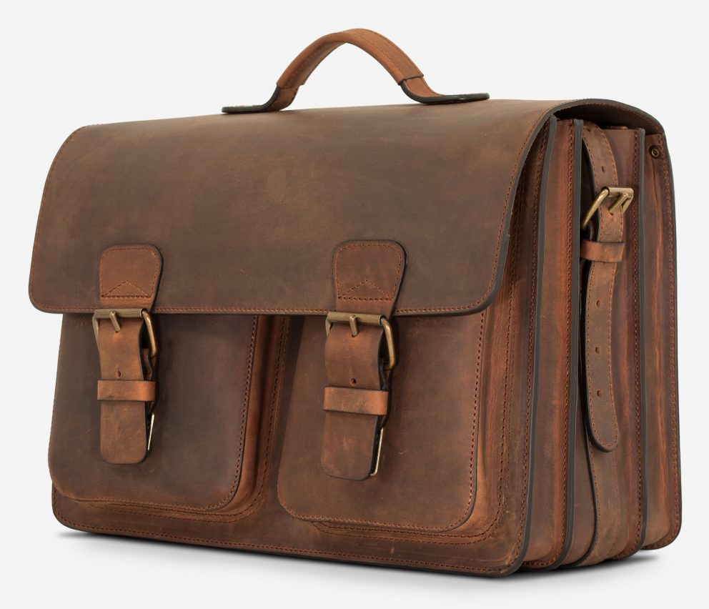 Side view of large Ruitertassen brown leather satchel with 3 gussets and 2 symmetric front pockets.