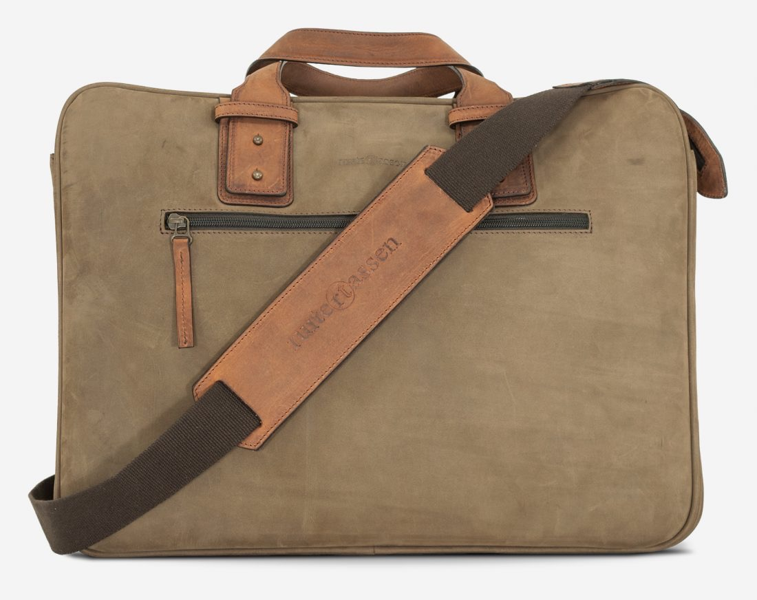 """Front view of the 17"""" soft leather cabin weekend bag for men."""