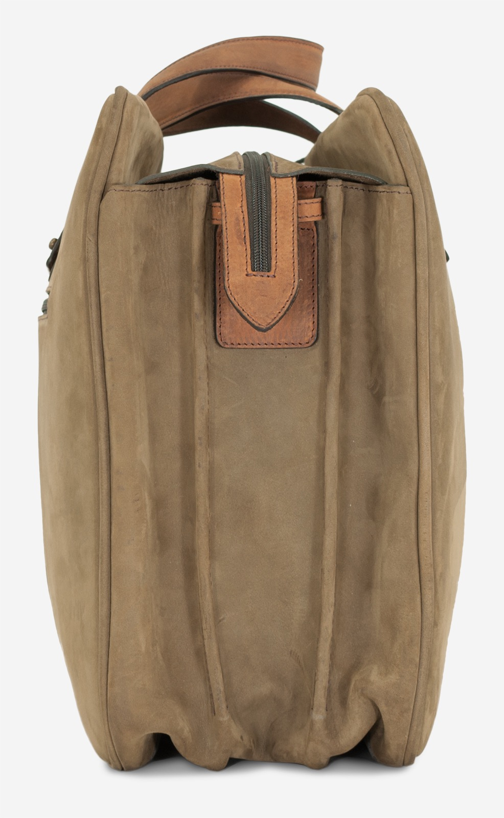 """Side view of the 17"""" soft leather cabin weekend bag for men."""