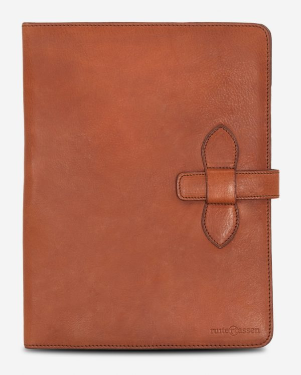 Front view of the luxury vegetable tanned leather A4 folio.