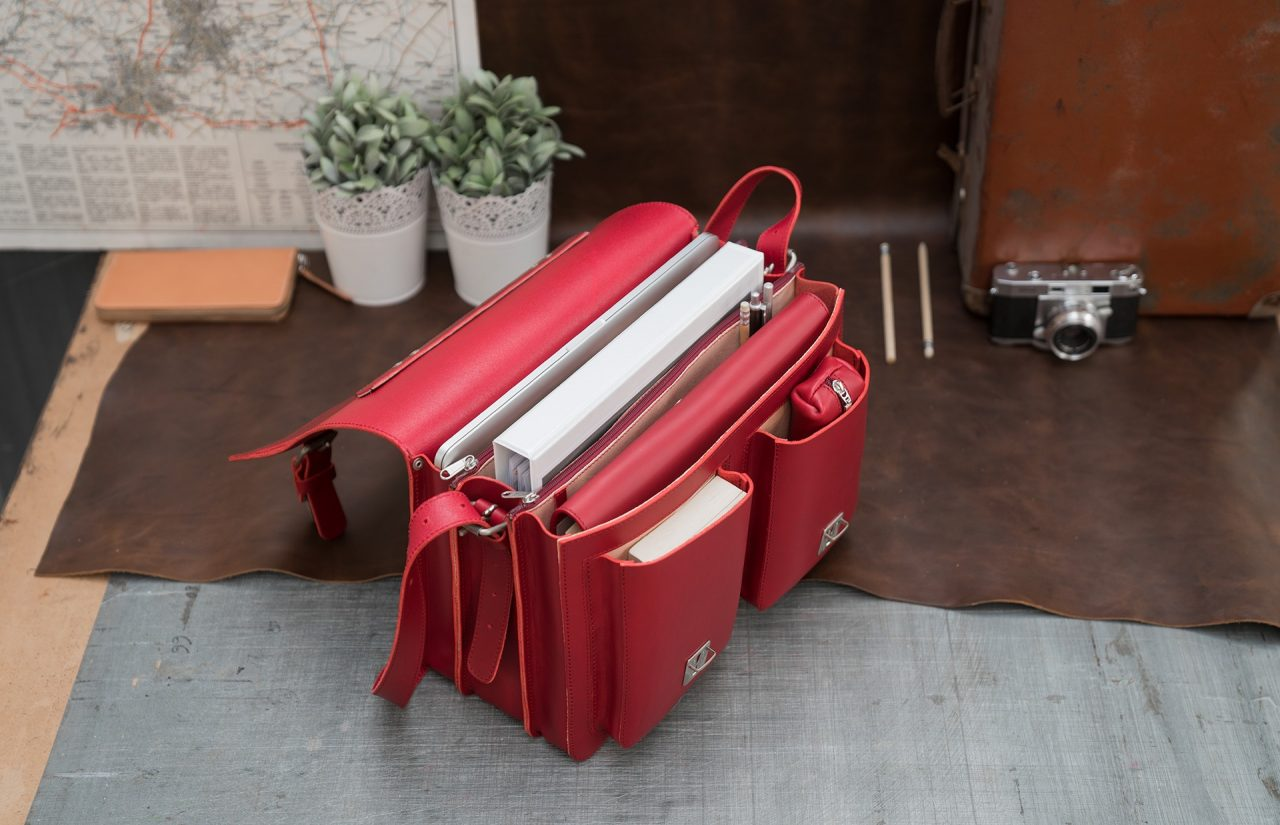 Open red leather satchel briefcase bag with 3 gussets and symmetric front pockets for women - 152139.
