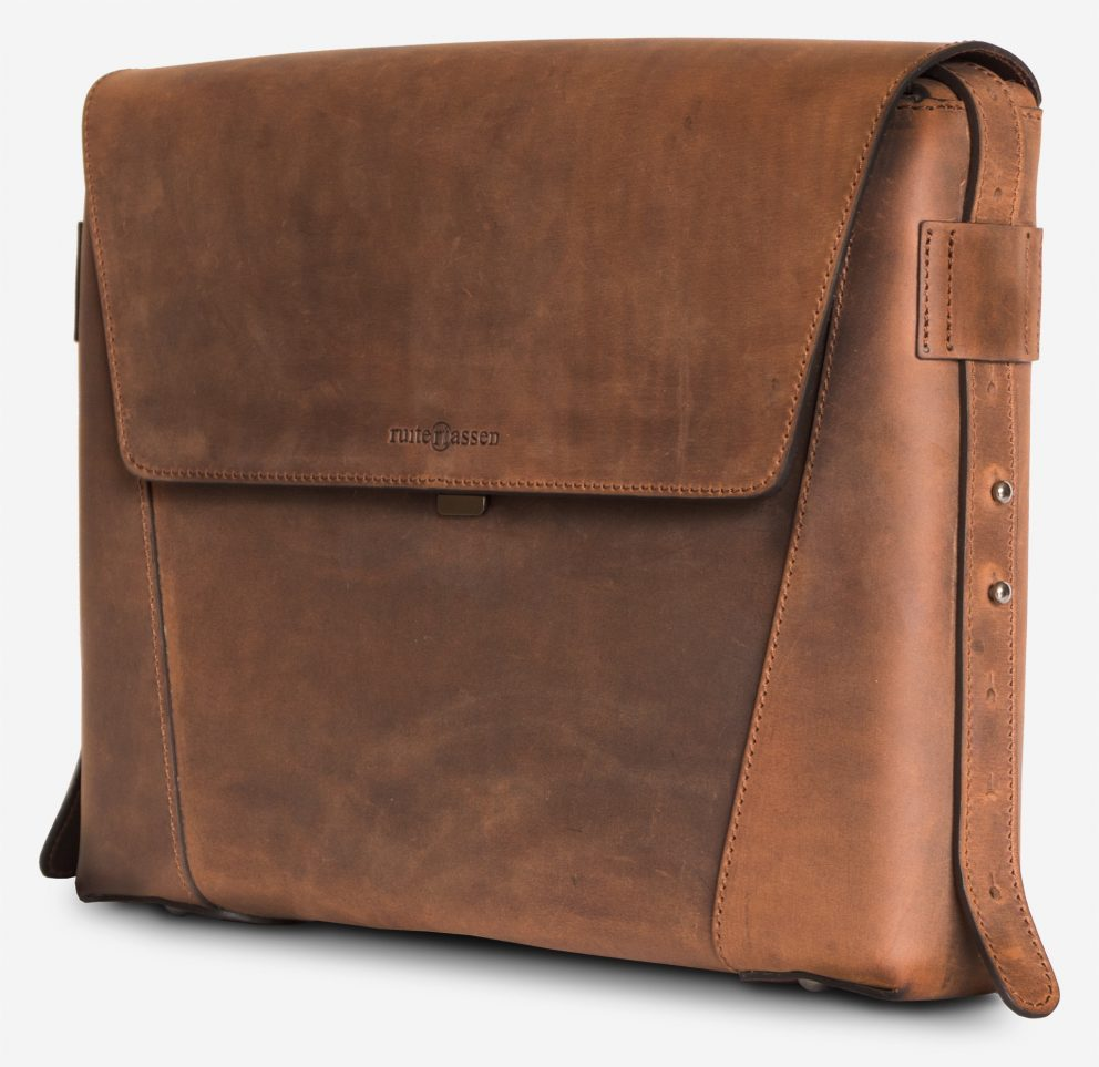 Side view of the slim vegetable-tanned brown leather briefcase bag.