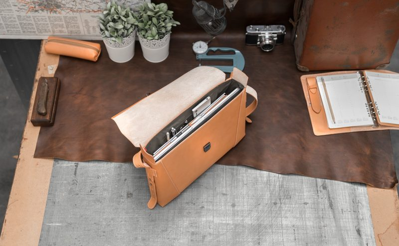Open vegetable tanned leather slim briefcase bag - 102176.