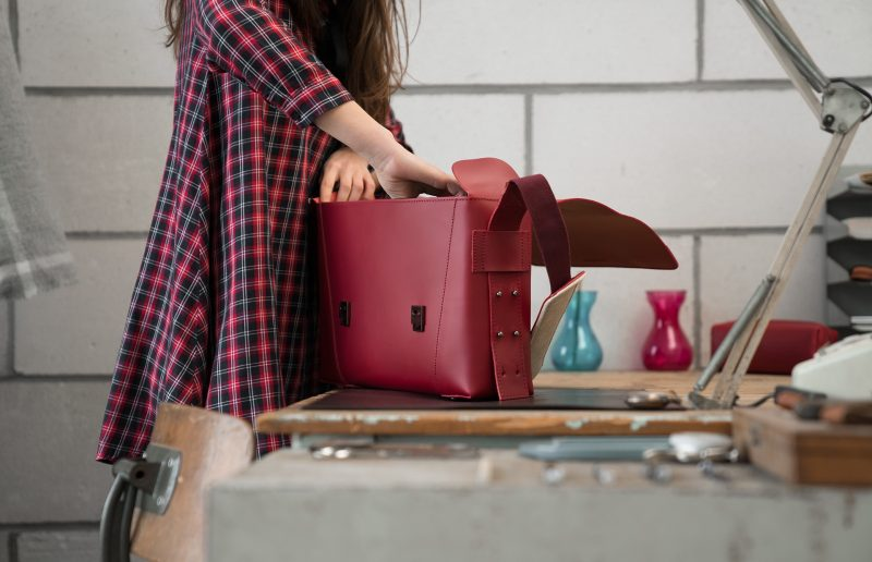 Women using the elegant red vegetable-tanned leather briefcase bag.