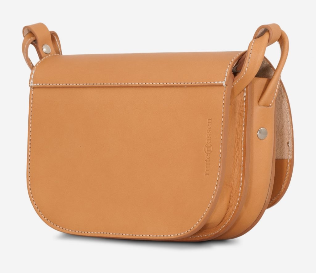 Back of the vegetable tanned leather shoulder bag for women with 2 compartments.