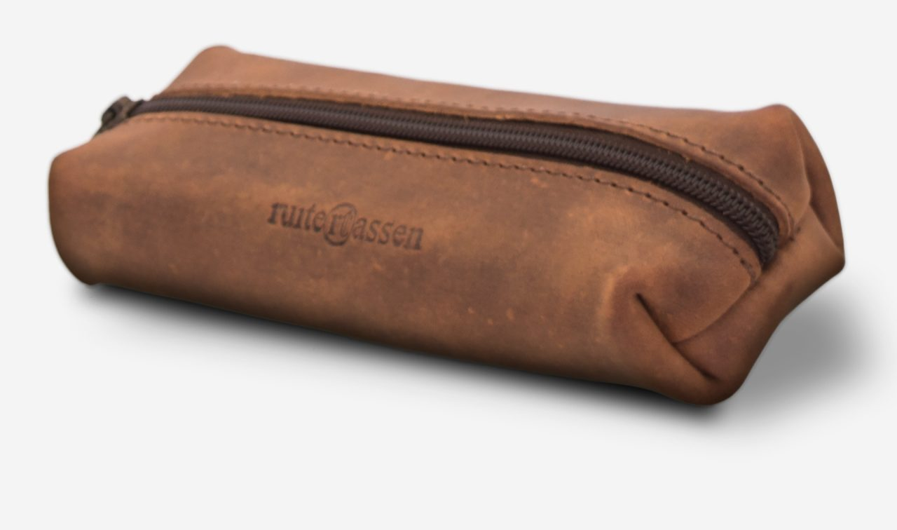 Top view of the vintage leather pencil case.