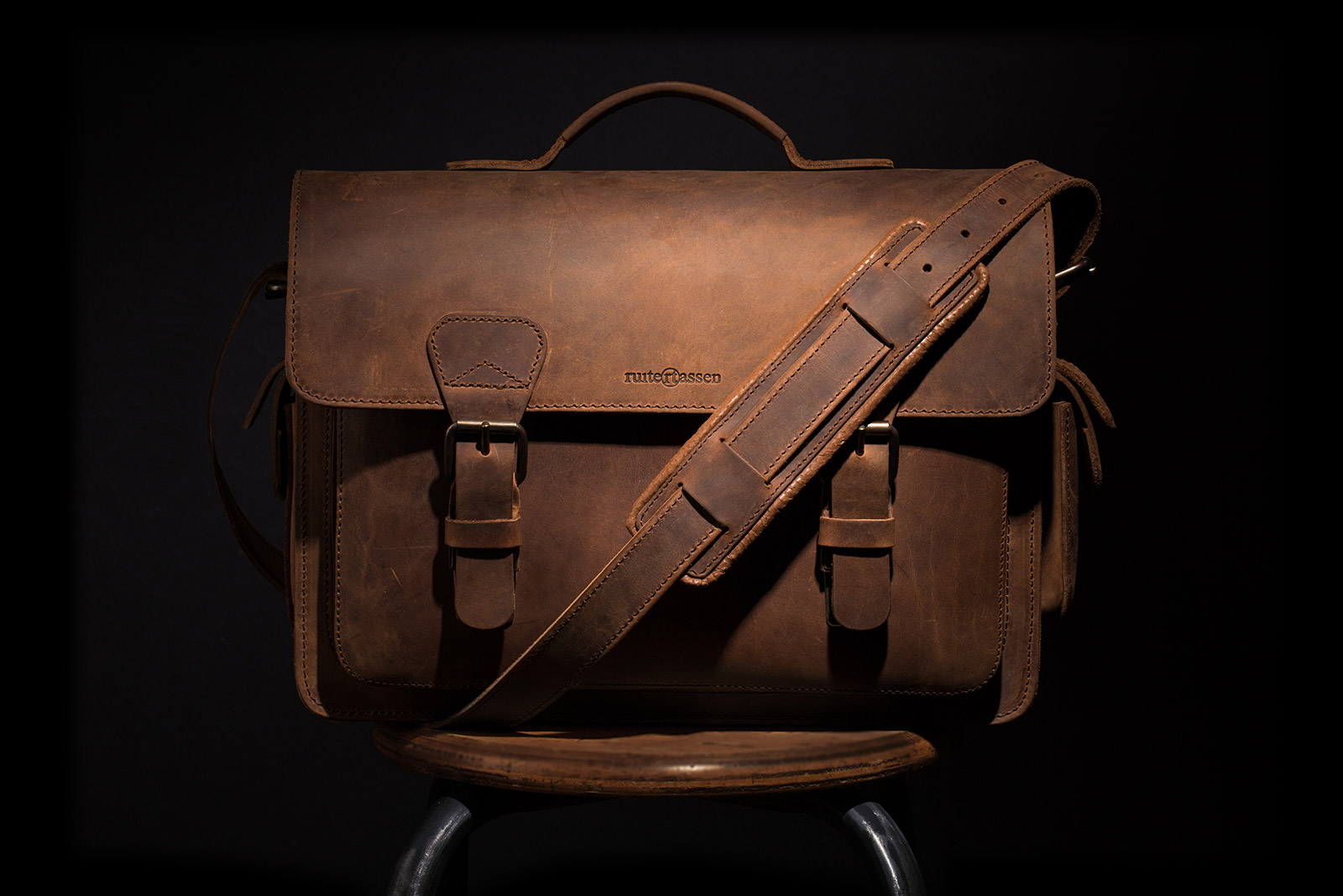 Beautiful Leather Camera Bag by Ruitertassen.