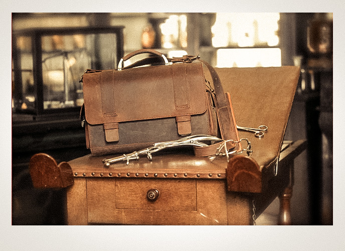 Traditional Leather Doctor's Bags by Ruitertassen.