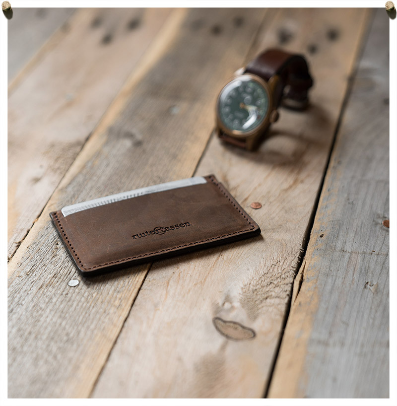 Card holder made of vegetable-tanned leather.