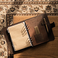 Vintage leather notebook rechargeable.
