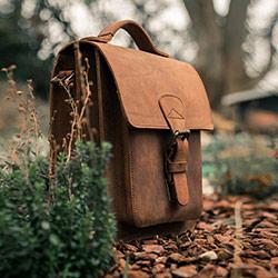 Men's leather shoulder bag.